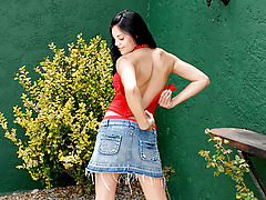Valumptuous florencia takes off her top