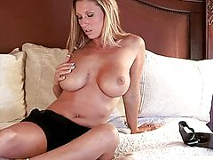 Devon Lee gets things heated up before a hot fuck