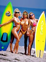 Bikini Nippels, Skin surfing USA, a real beach treat.