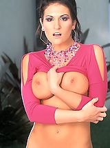 Big.Tits Nippels, Austin Kincaid shows off a necklace and her tits