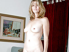 Asian Vids: Toned cougar Berkley shows off her perfect body
