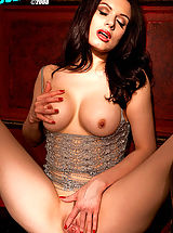 Suze Randall Nippels, Darenzia is quite the beauty with milky white skin and a pretty pussy!