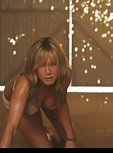 Pointy Nipples, See Jennifer Aniston's tight small caniston!
