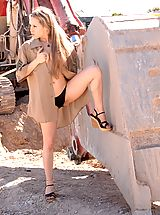 Outdoors Nippels, Fiona Luv gets naughty at a construction site