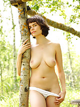 naked girls, Rimma is feeling great posing nude in amazing outdoor
