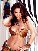 Babes Pics: Aria Giovanni exposes her dangerous curves!