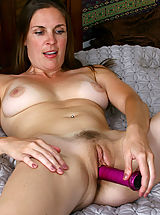 Naked Anilos, Anilos Laila fucks her cougar snatch with a purple toy in bed