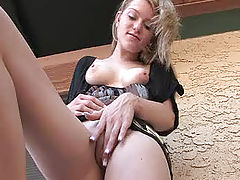 Asian Vids: Marianna rubs her sweet and tasty pussy