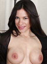 Black Nipples, Immense Boobed Latin MOMMY Isabella Rodriquez spreading her muschi.