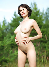 True Beauty Nippels, Rimma looks amazing in her stunning outdoor nude show