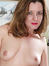 Milf Nippels, MOM Deliliah Stevenson shows off her thick bare tail.
