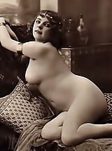 Vintage Pics: Rare 1918 Year Erotic Photos from France Scanned By Famous Vintage Porn Collector Are Available For Watching