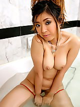 Naked The Black Alley, yukiko jung 04 large labia shower