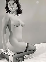 Vintage Pics: Pinup burlesque vintage girls of the 40's-50's pose to show their nice legs perfect boobs & erotic sparkles in eyes