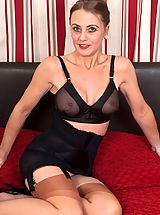 Lonesome mature in kinky girdle and vintage nylons need you..