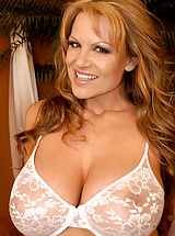 naked mature, Kelly plays with her big natural 34FF boobs!