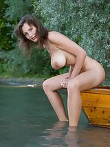 Outdoors Nippels, Femjoy - Ashley in Conqueror of Paradise